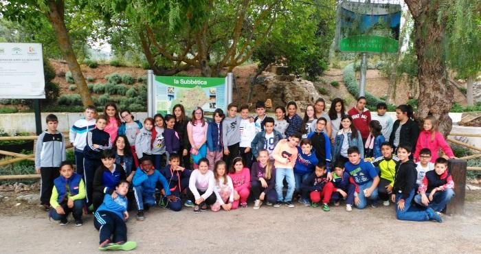 Alumnos de 5º en la parada en Estación de Luque, camino de Córdoba.
