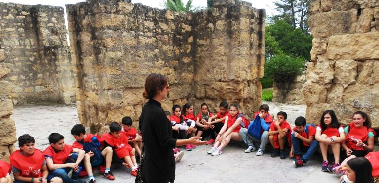 Los alumnos de 6º descubren los misterios del yacimiento de la Madinat Al-Zahra