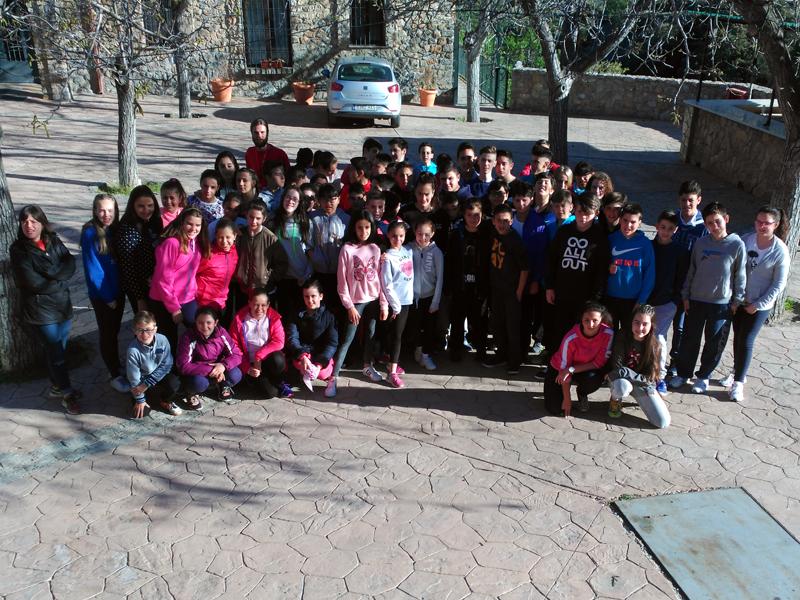 """Foto de familia de los alumnos de 6º de Primaria, 1º y 2º de ESO en """"La Argumosa"""""""