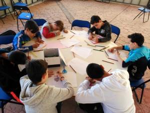 Alumnos pintando su experiencia en La Argumosa