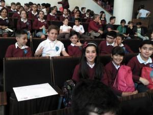 Alumnos de 5º sentados antes del concierto en el Auditorio Manuel de Falla